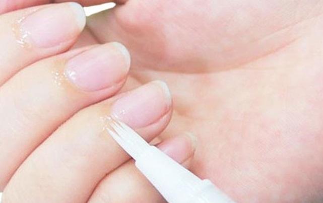 ツメリッチリペアの口コミから効果を検証!手の爪専用美容液の楽天などの最安値情報も紹介!