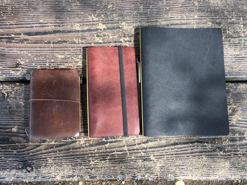 トラベラーズノートとPLOTTER(プロッター)を比べてみた!愛すべきデザインフィルの革製品たち