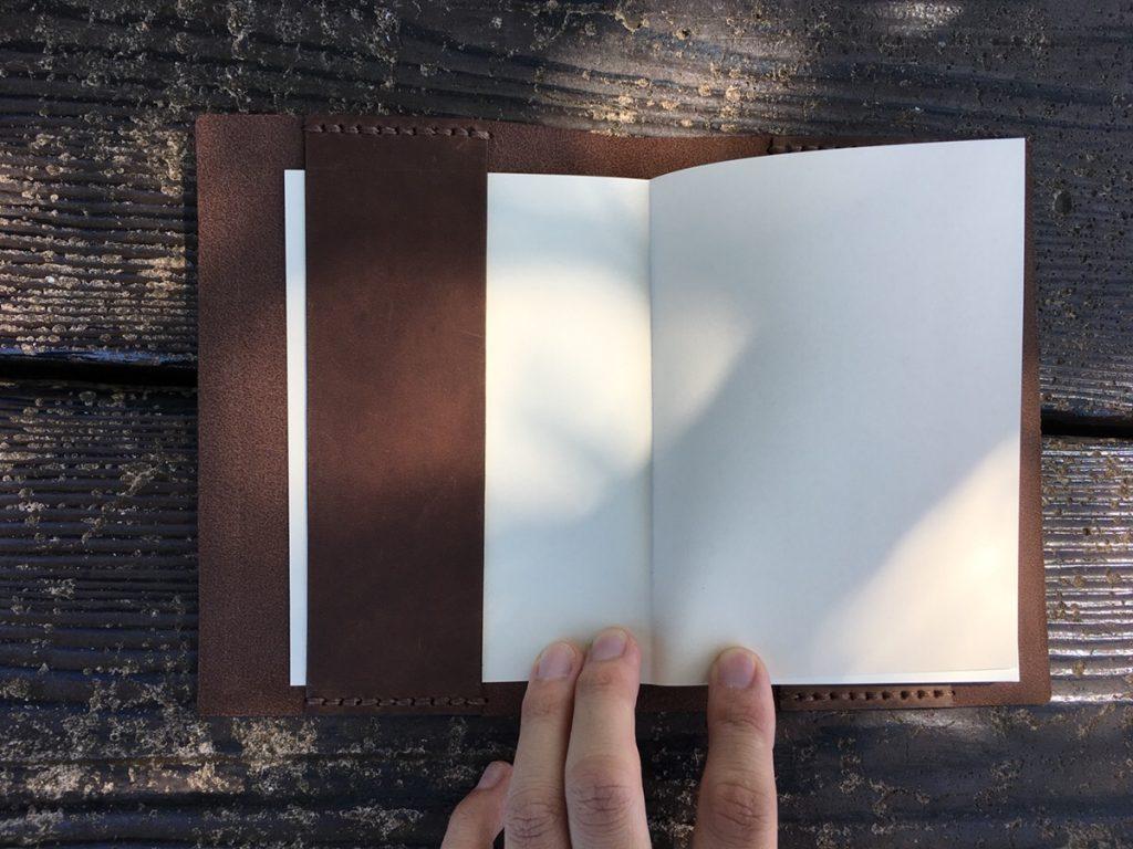 トラベラーズノートのエイジングと中身を公開!ブルーやキャメル、黒の経年変化と使い方を徹底公開!