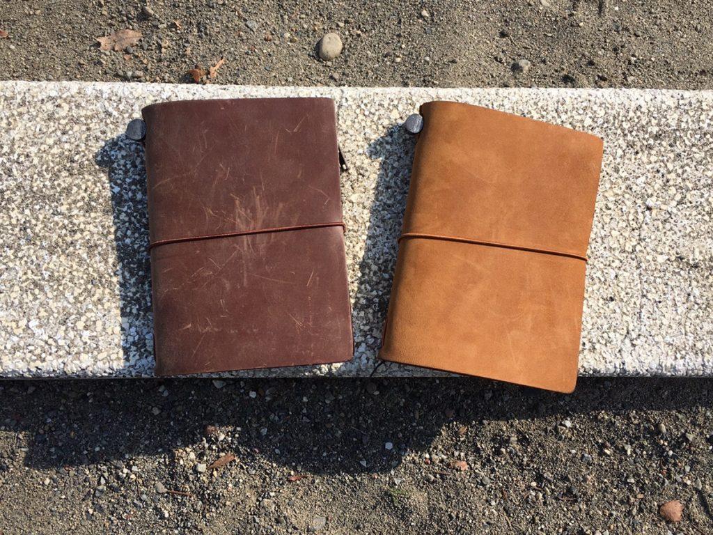 トラベラーズノートのパスポートサイズのキャメルとブラウンを新しく買ってみた!エイジングの違いを分析
